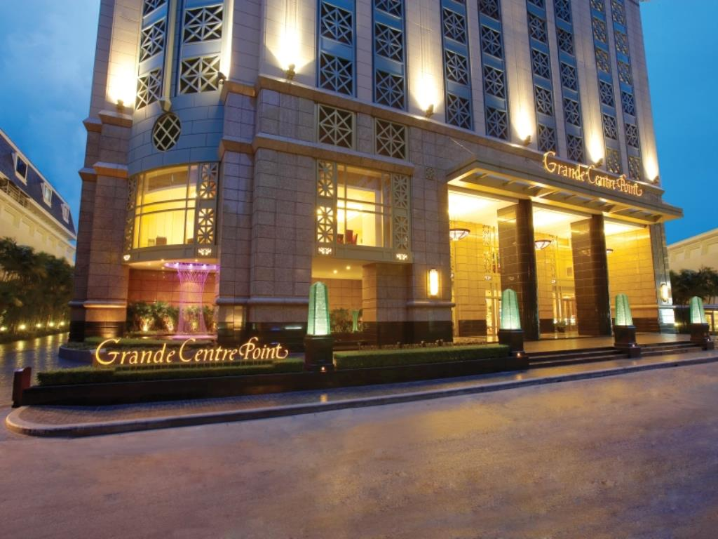 Grande Centre Point Hotel Ratchadamri Entrance