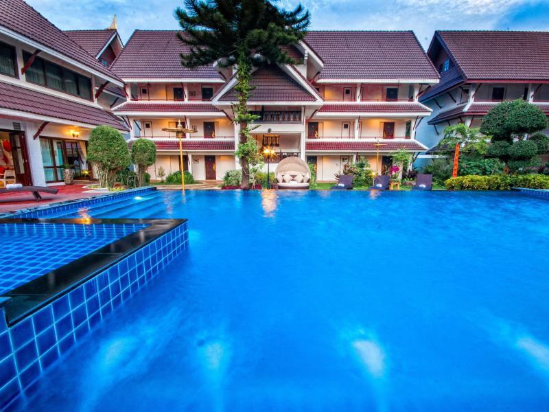 Nak Nakara Hotel Pool