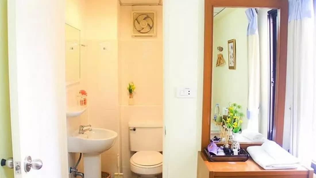 Wendy House Guesthouse Bathroom
