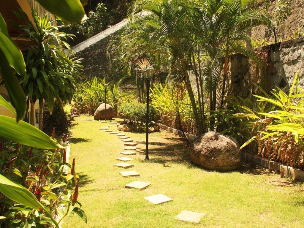 Manohra Cozy Resort Gardens