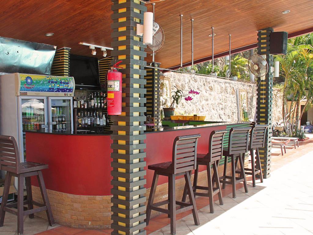 Manohra Cozy Resort Poolbar