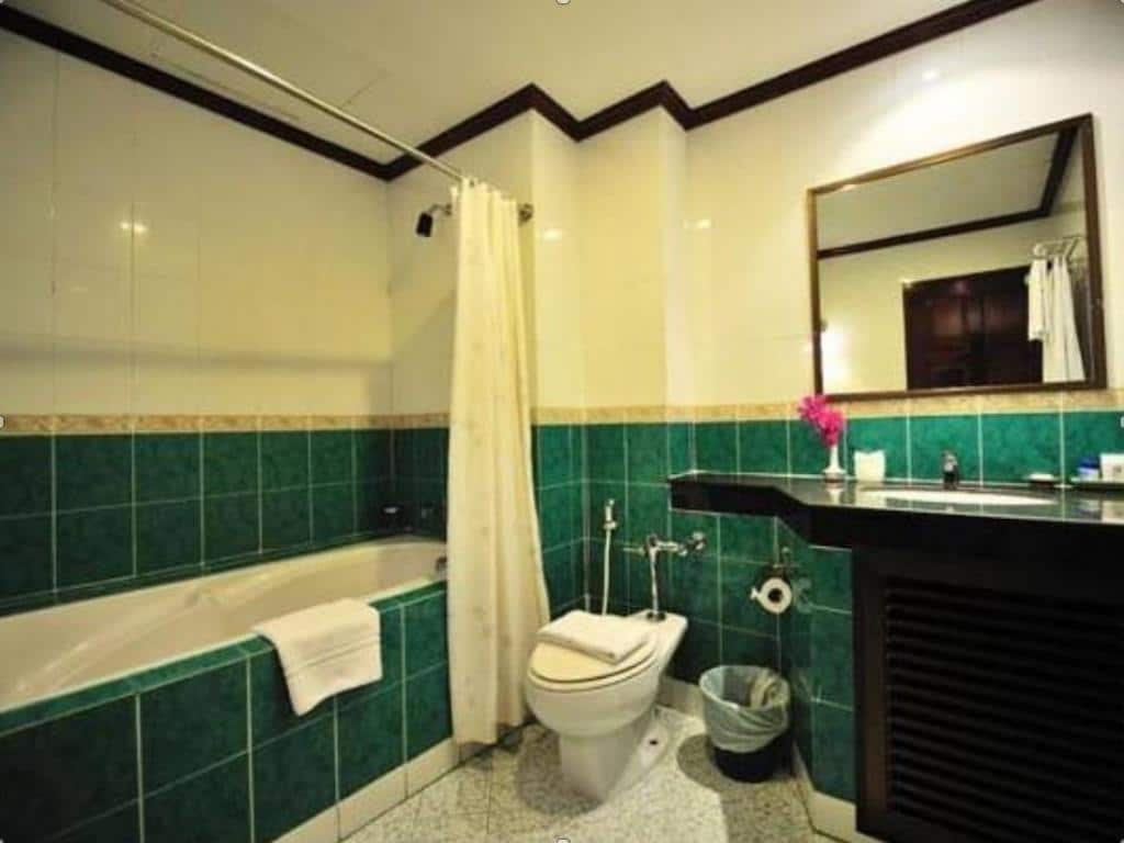 Thipurai City Hotel Bathroom