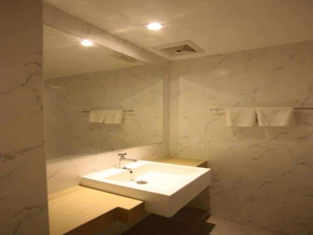 hub hua hin 57 bathroom