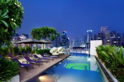 aloft hotel bangkok pool