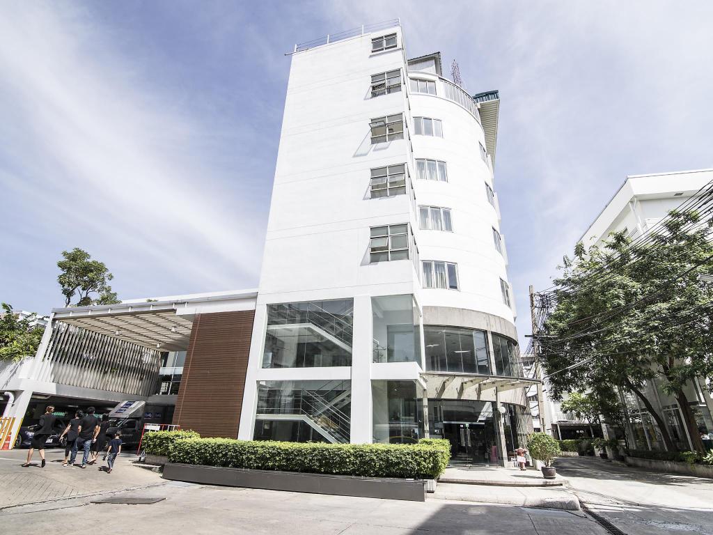 Trang Hotel Bangkok Exterior