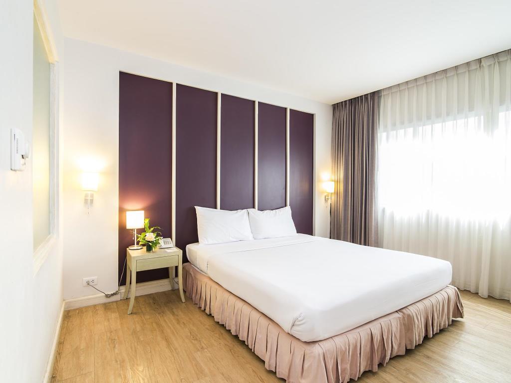 Trang Hotel Bangkok Superior Bed