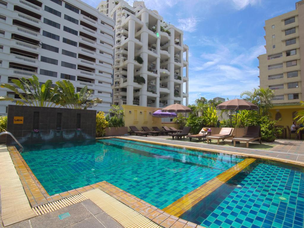 Woraburi Sukhumvit Hotel Pool 2