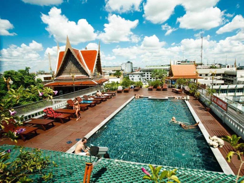 d & d Inn pool