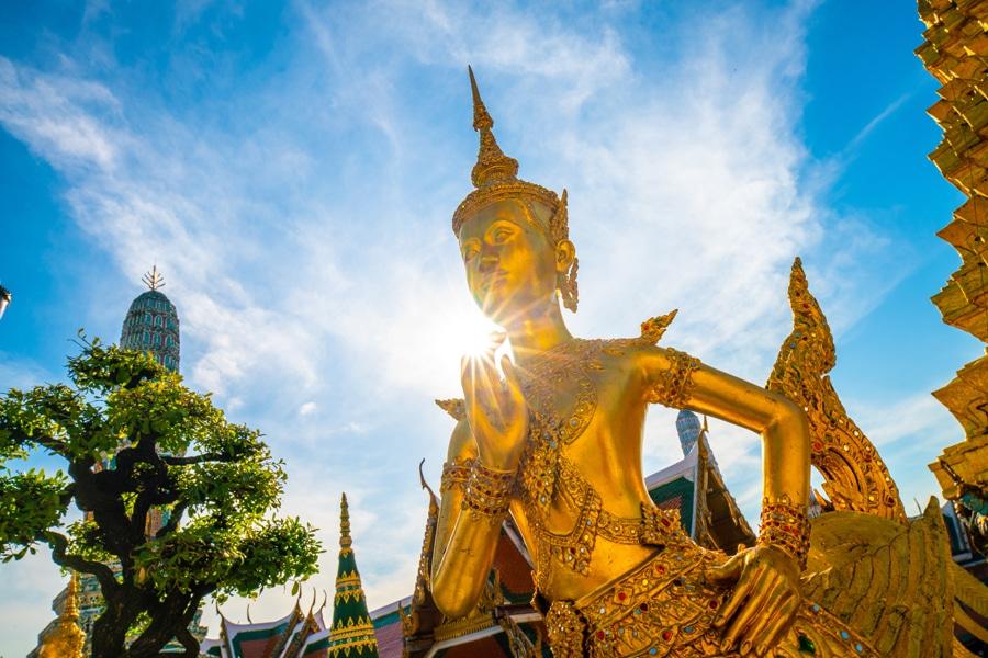 Wat Phra Kaew emerald buddhist temple at Bangkok
