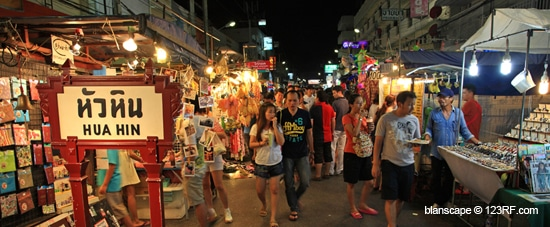 Night Markets & Shopping Malls